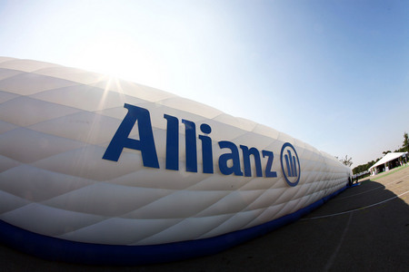 Foto News - Muro gonfiabile Allianz