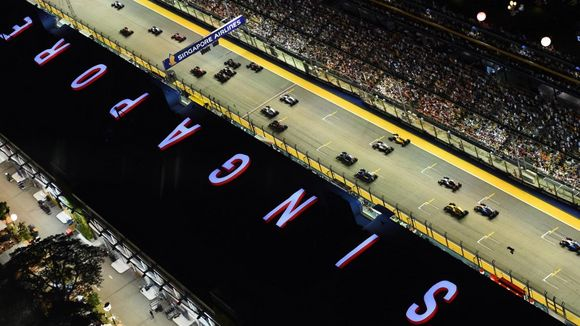Foto News - Singapore GP's Giant Logo